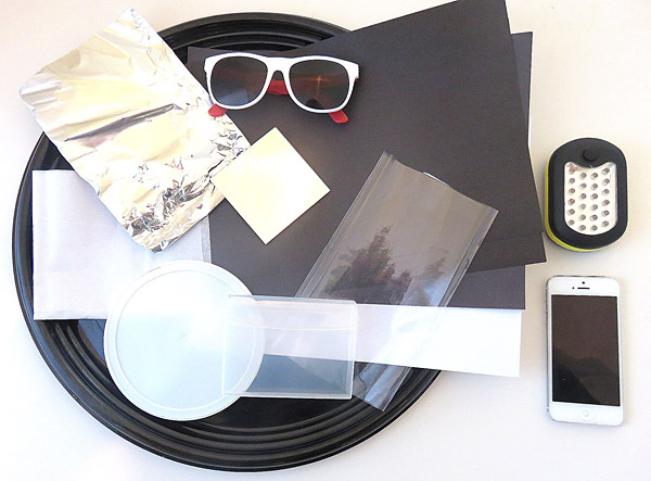 Black and white paper, aluminum foil, sunglasses, plastics with different opacities, a flashlight and a smart phone