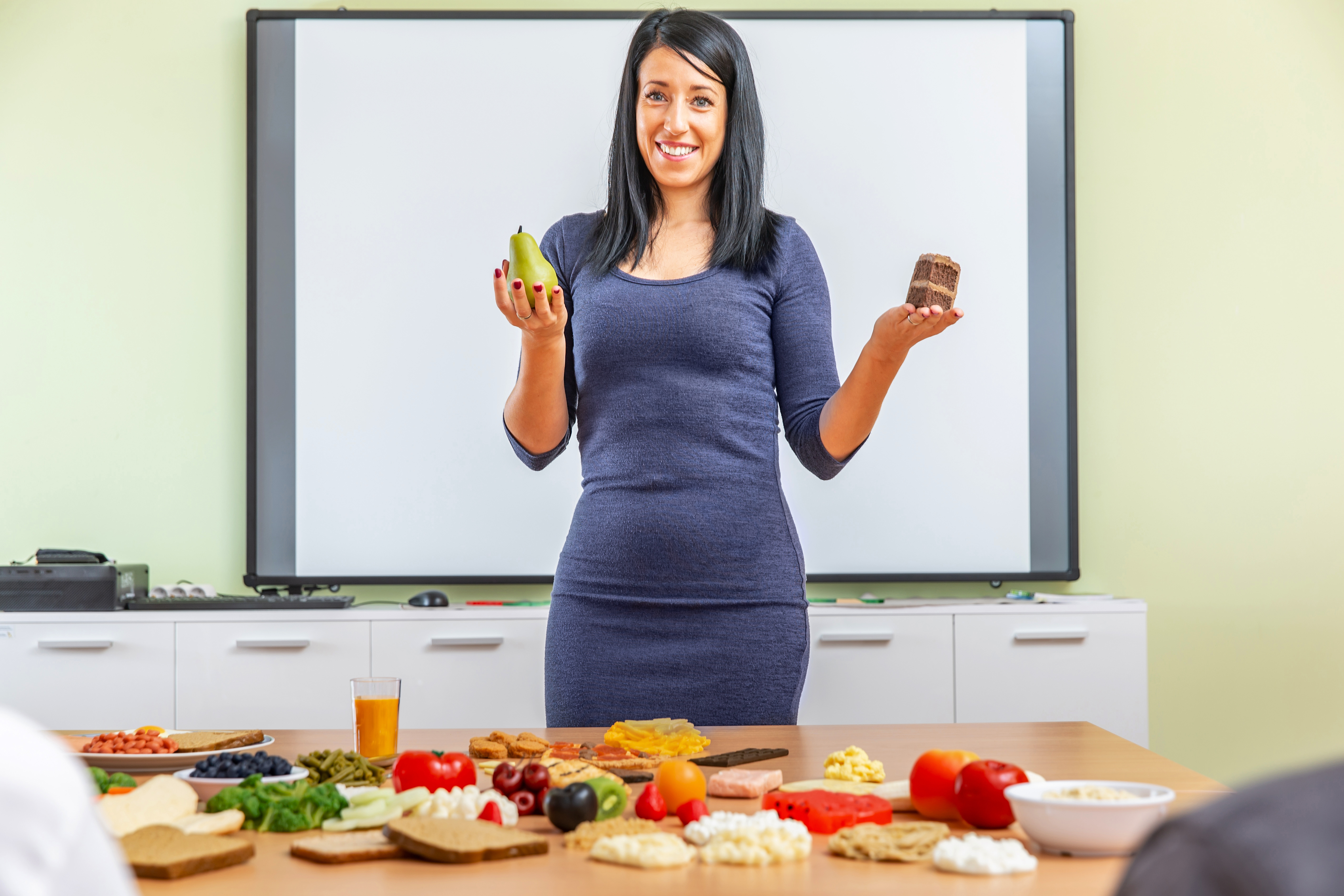 dietician educating students on healthy eating