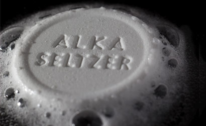 alka seltzer reacting to water