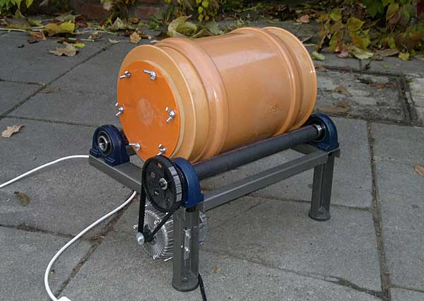 Two rollers spin a barrel