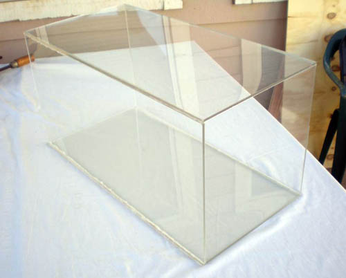 A rectangular prism made of Plexiglas