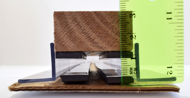 measuring maglev train hovering gap with a ruler